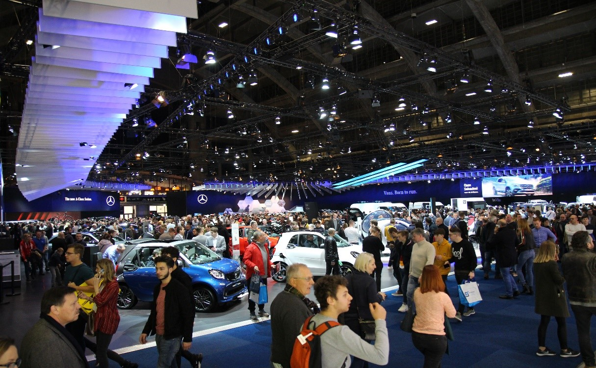 Motor show crowd